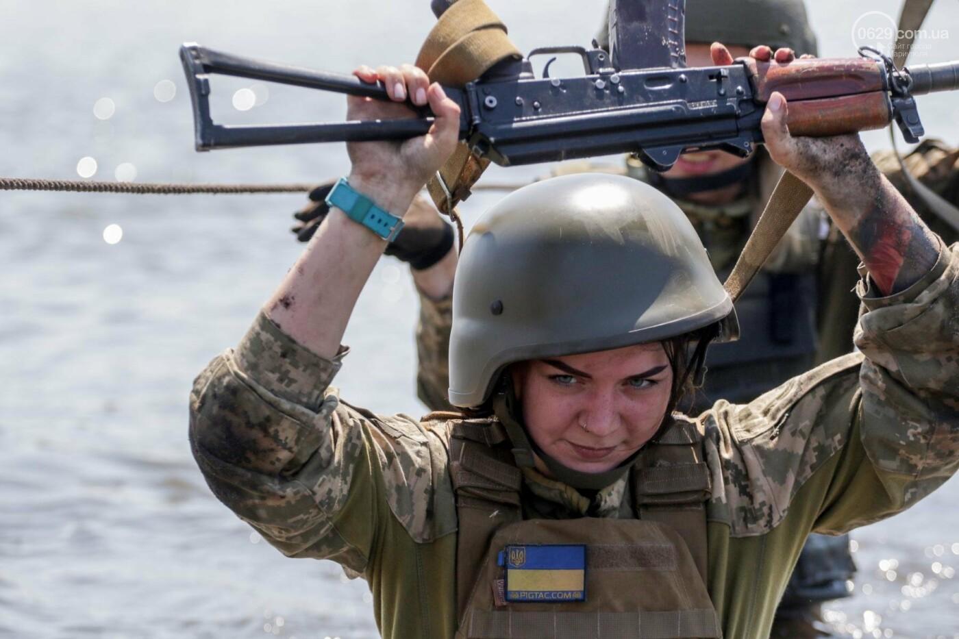 Под Мариуполем девушки-военнослужащие преодолели «полосу морпеха», - ФОТОРЕПОРТАЖ, фото-6