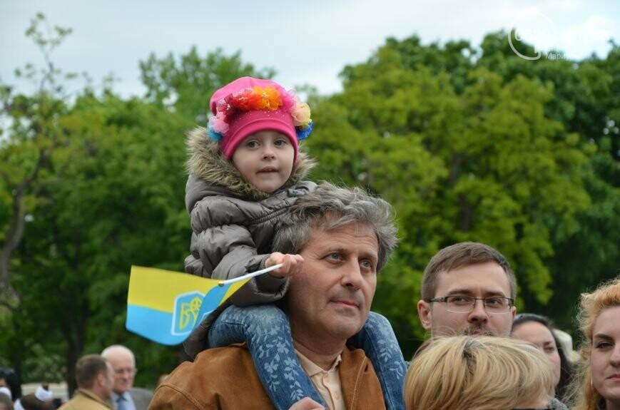 Парад вышиванок, террорист Чечен в Мариуполе и переименование улицы Георгиевской.  О чем писал 0629.com.ua 18 мая, фото-3
