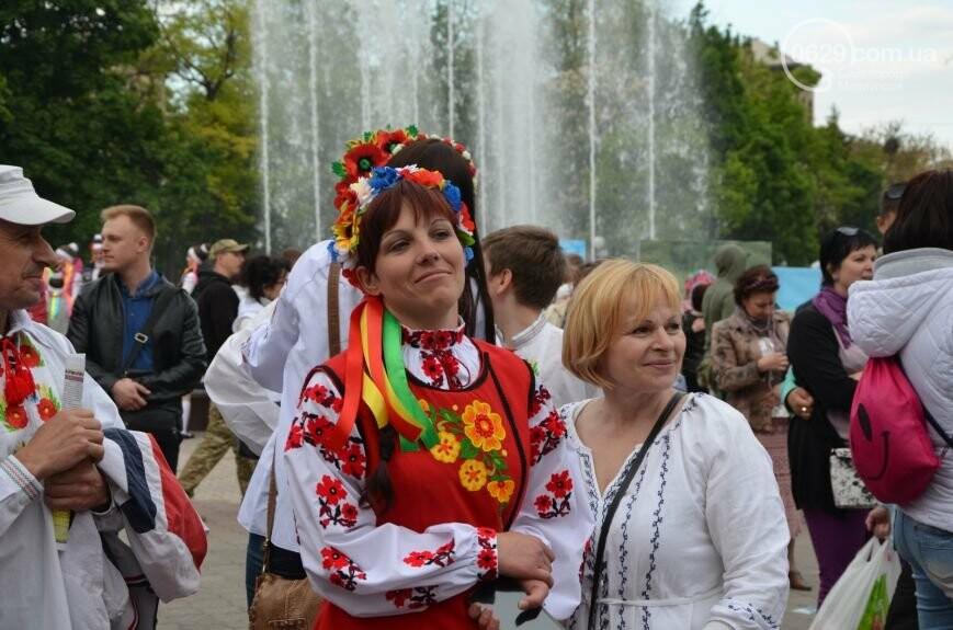 Парад вышиванок, террорист Чечен в Мариуполе и переименование улицы Георгиевской.  О чем писал 0629.com.ua 18 мая, фото-1