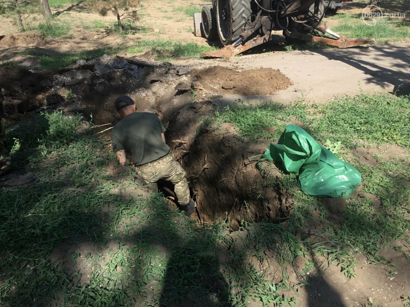 В мариупольском сквере  сегодня возобновились раскопки останков немецких солдат, - ФОТО, ВИДЕО, фото-1