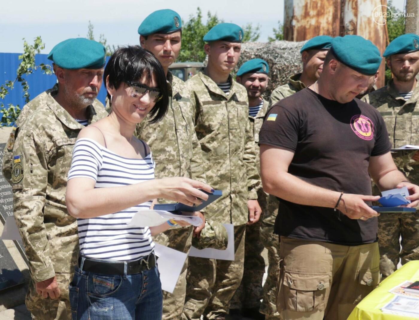 Под Мариуполем морпехи  приняли присягу и получили почетный знак от волонтеров, - ФОТО, ВИДЕО, фото-1