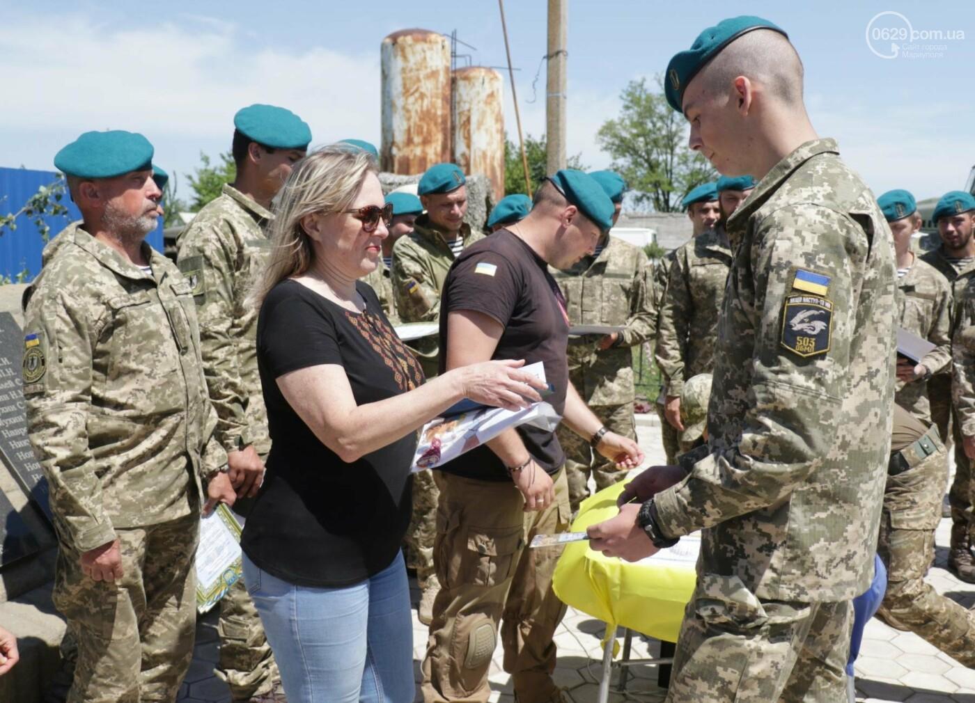 Под Мариуполем морпехи  приняли присягу и получили почетный знак от волонтеров, - ФОТО, ВИДЕО, фото-3