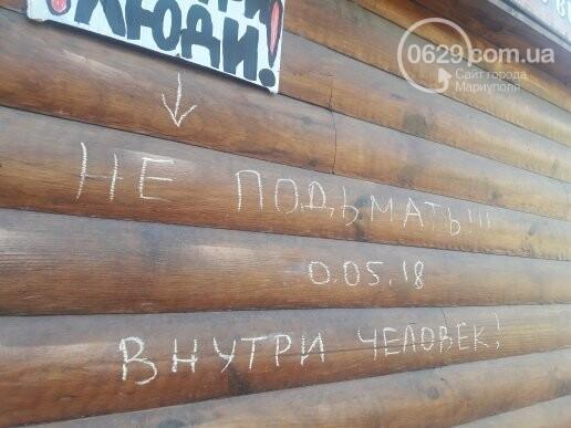 В Мариуполе продавщицу силой вывели из киоска, чтобы его снести, - ФОТО, фото-2