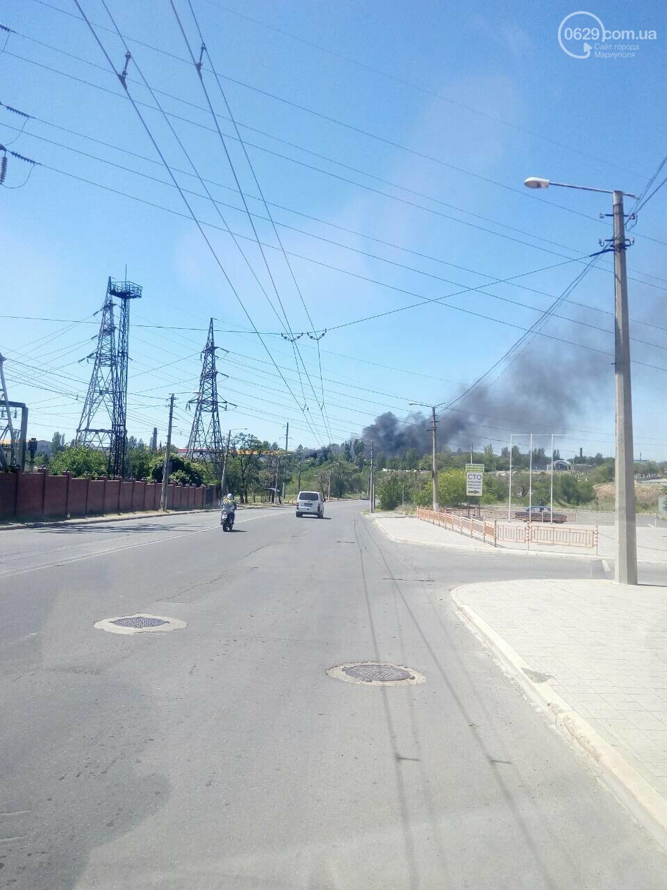 В Мариуполе на территории дислокации военных горели покрышки, - ФОТО, фото-1