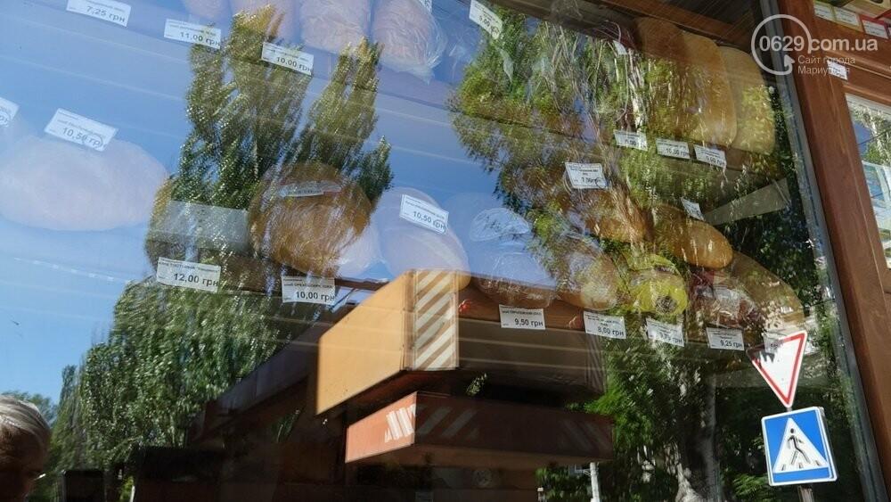 В Мариуполе продавщицу силой вывели из киоска, чтобы его снести, - ФОТО, фото-11