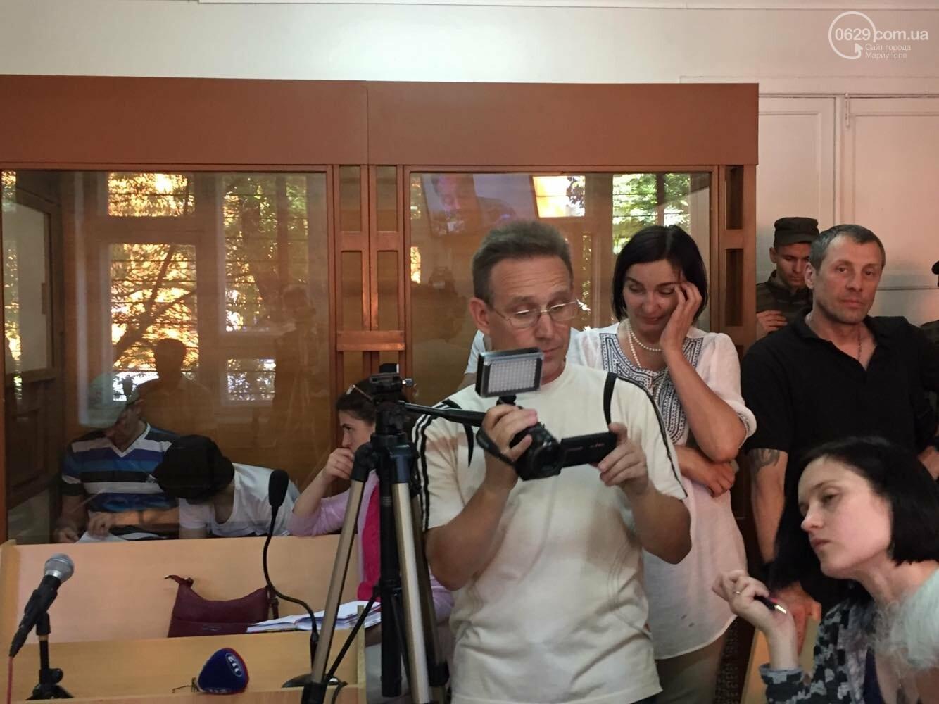 Адвокат по скайпу и без георгиевских ленточек: состоялось слушание по делу обвиняемых  в захвате Мариупольского ГУ милиции, - ФОТО, ВИДЕО, фото-4