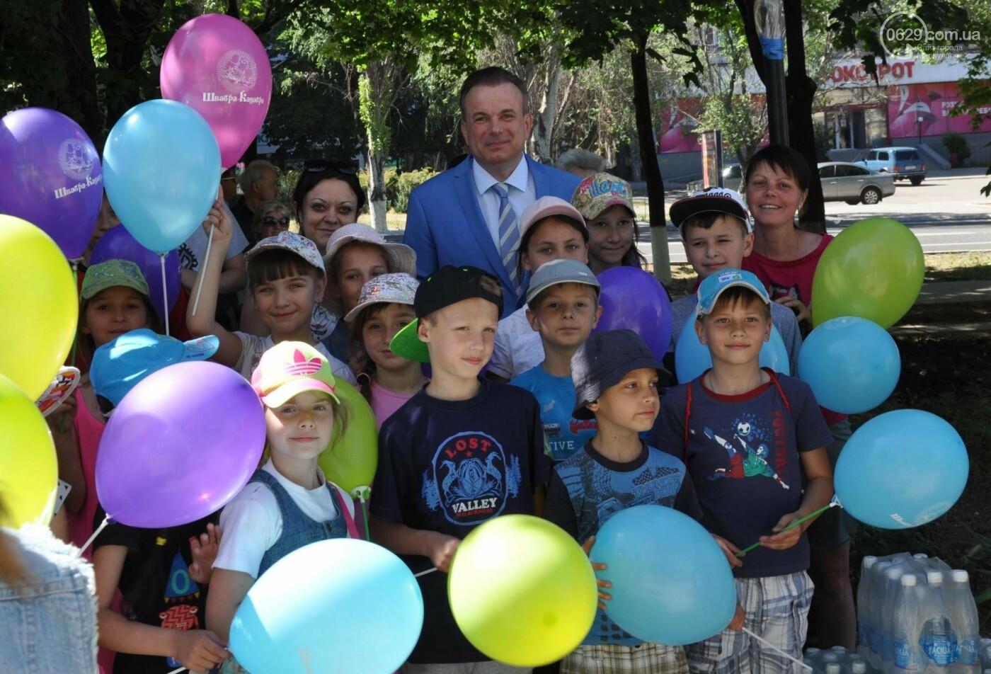 В аптеке «Азовфарм» провели праздник для детей и разыграли призы, фото-6