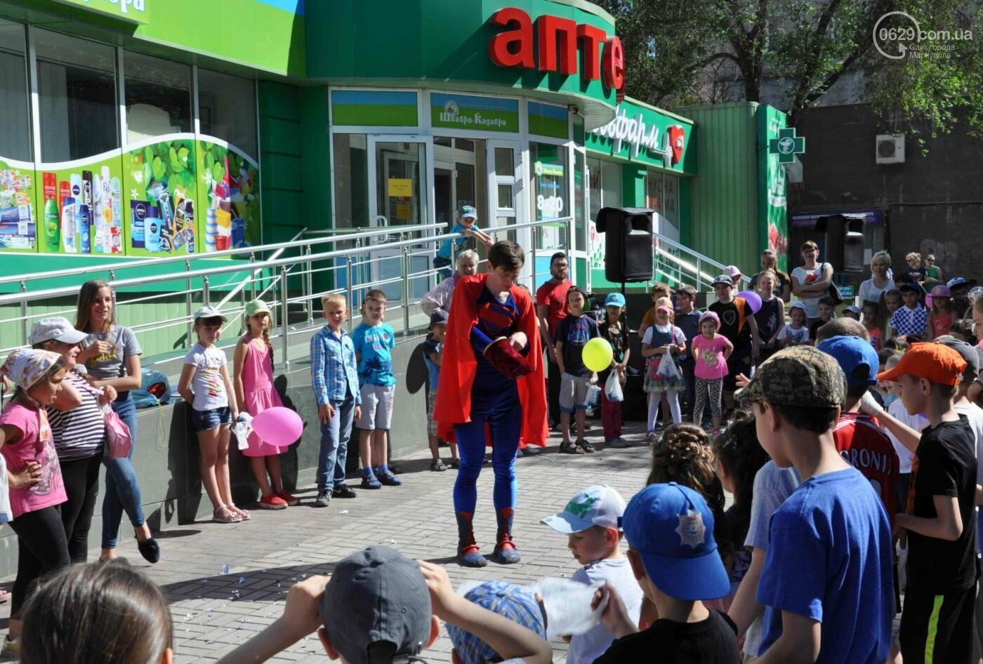 В аптеке «Азовфарм» провели праздник для детей и разыграли призы, фото-27