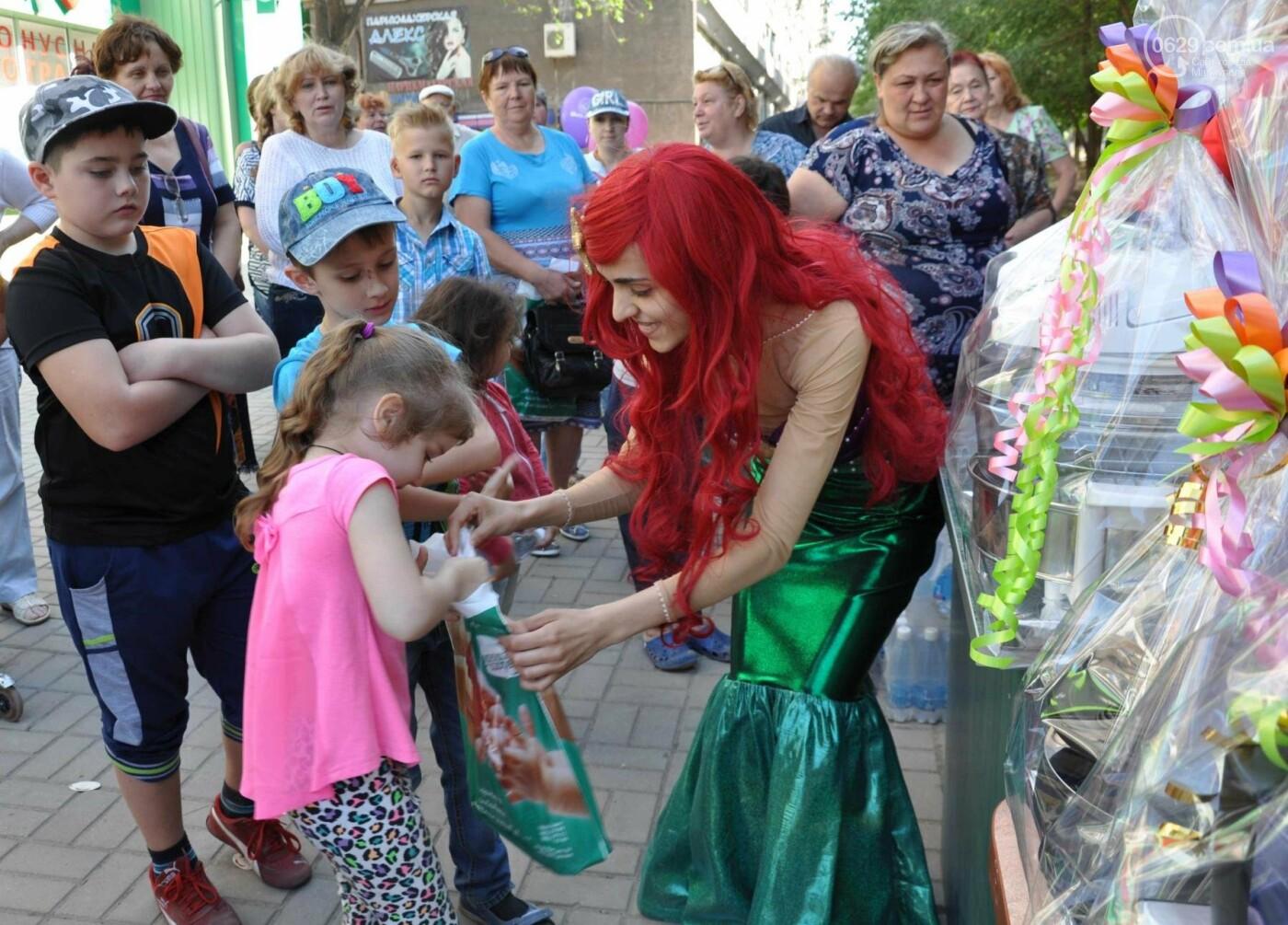 В аптеке «Азовфарм» провели праздник для детей и разыграли призы, фото-29