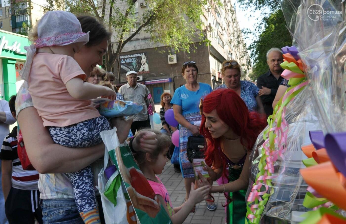 В аптеке «Азовфарм» провели праздник для детей и разыграли призы, фото-36