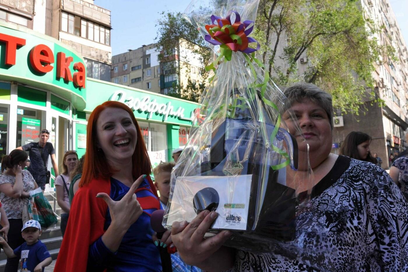 В аптеке «Азовфарм» провели праздник для детей и разыграли призы, фото-39