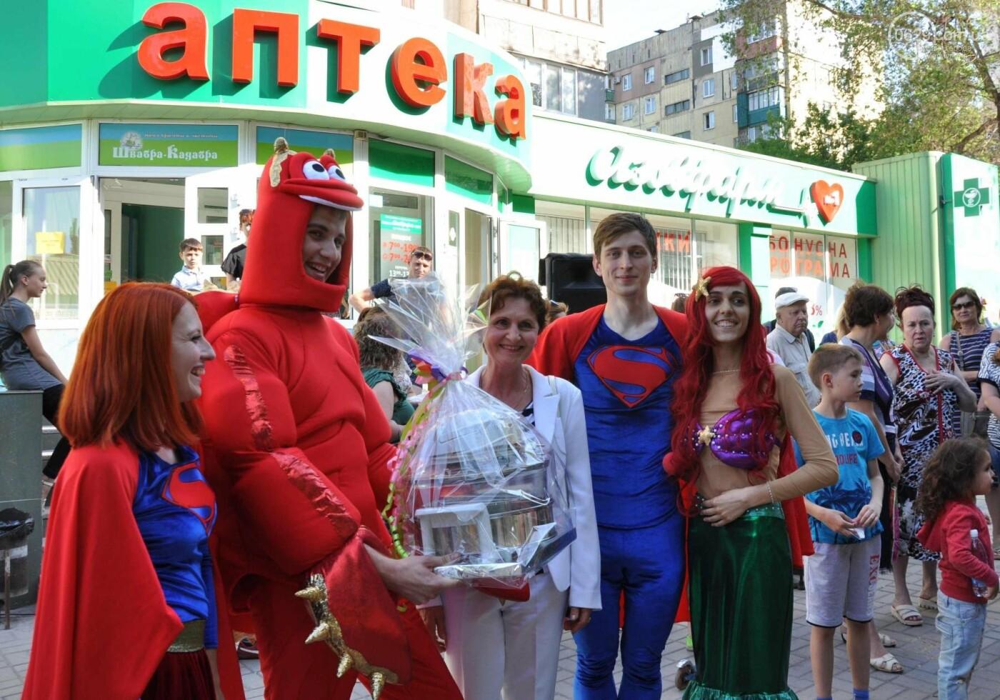 В аптеке «Азовфарм» провели праздник для детей и разыграли призы, фото-40