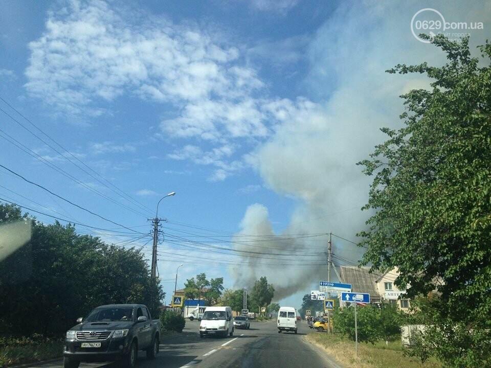Под Мариуполем горит здание СТО, - ФОТО, ВИДЕО, фото-19