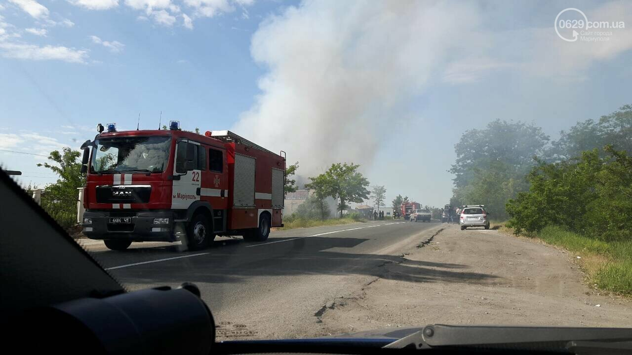 Под Мариуполем горит здание СТО, - ФОТО, ВИДЕО, фото-10