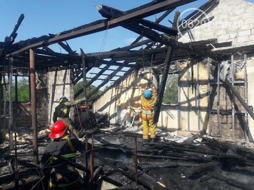 Под Мариуполем горит здание СТО, - ФОТО, ВИДЕО, фото-5