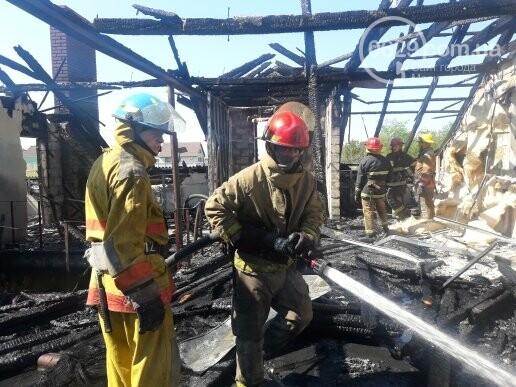Под Мариуполем горит здание СТО, - ФОТО, ВИДЕО, фото-2