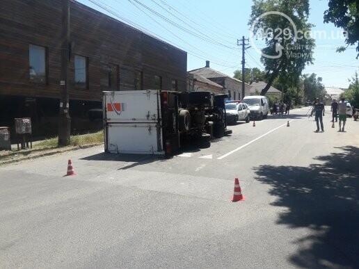 В центре Мариуполя перевернулся грузовик,- ВИДЕО, ФОТО, фото-1