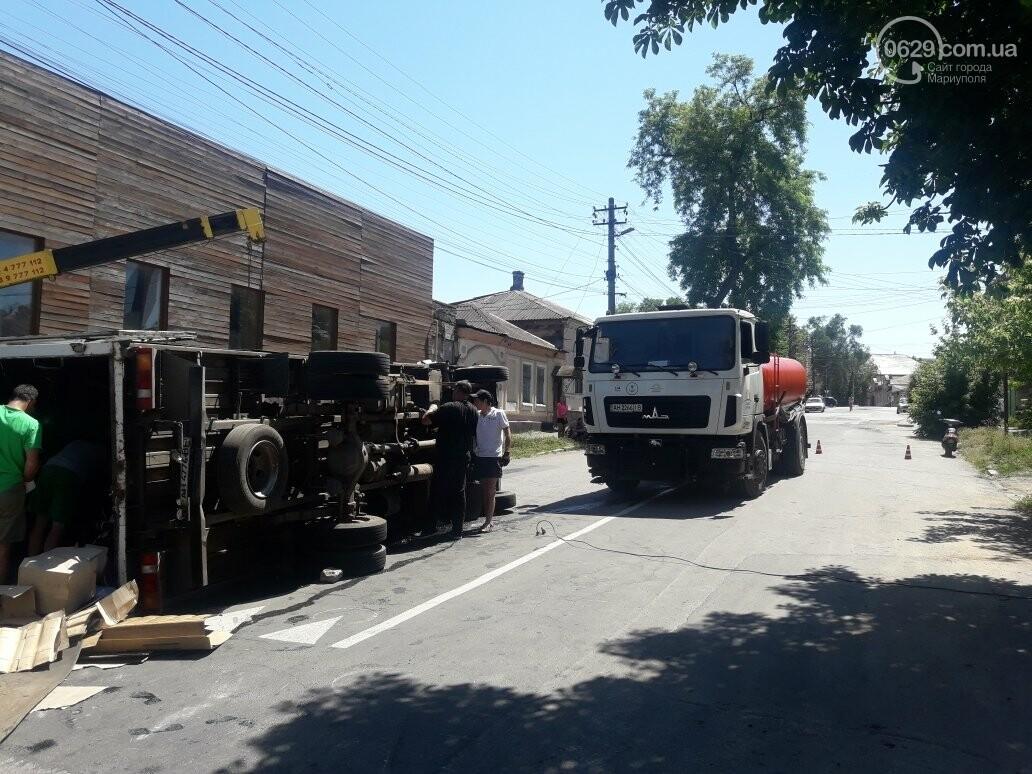 В центре Мариуполя перевернулся грузовик,- ВИДЕО, ФОТО, фото-4