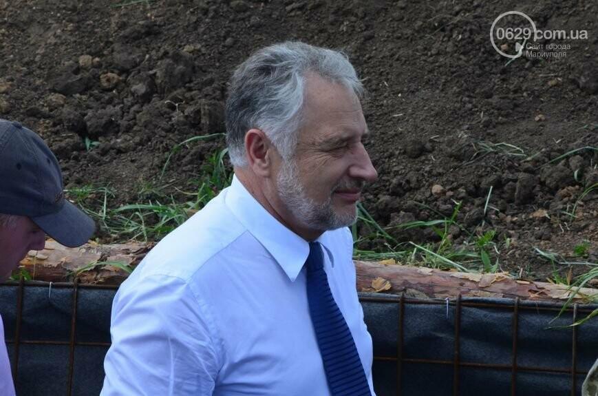 Визит Порошенко в Мариуполь, ММКИ обещает реконструкцию аглофабрики и фан-зона Евро-2012 для мариупольских заключенных. О чем писал 0629.c..., фото-4