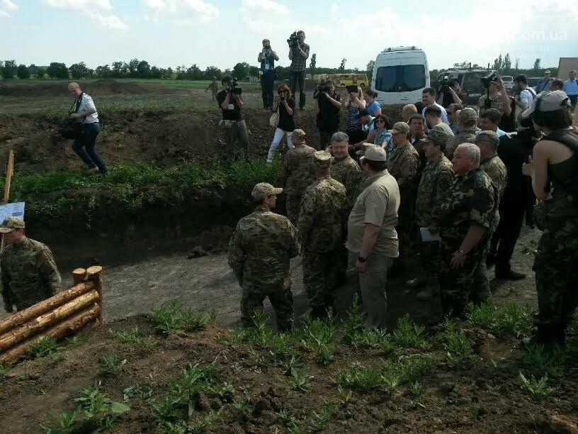 Визит Порошенко в Мариуполь, ММКИ обещает реконструкцию аглофабрики и фан-зона Евро-2012 для мариупольских заключенных. О чем писал 0629.c..., фото-8