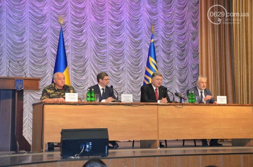 Визит Порошенко в Мариуполь, ММКИ обещает реконструкцию аглофабрики и фан-зона Евро-2012 для мариупольских заключенных. О чем писал 0629.c..., фото-3