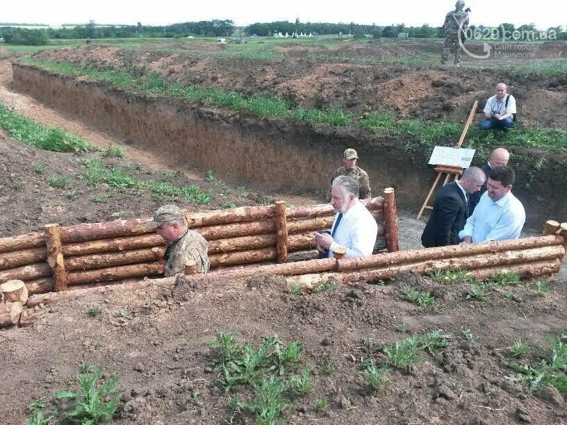 Визит Порошенко в Мариуполь, ММКИ обещает реконструкцию аглофабрики и фан-зона Евро-2012 для мариупольских заключенных. О чем писал 0629.c..., фото-7