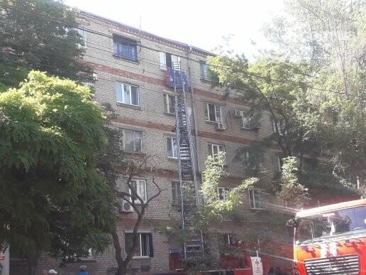 В Мариуполе из-за пожара в 5-этажном доме эвакуировали шесть человек, - ФОТО, ВИДЕО, фото-1