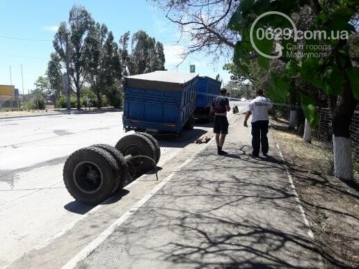 В Мариуполе у груженого КамАЗа оторвались колеса, - ФОТО, фото-4