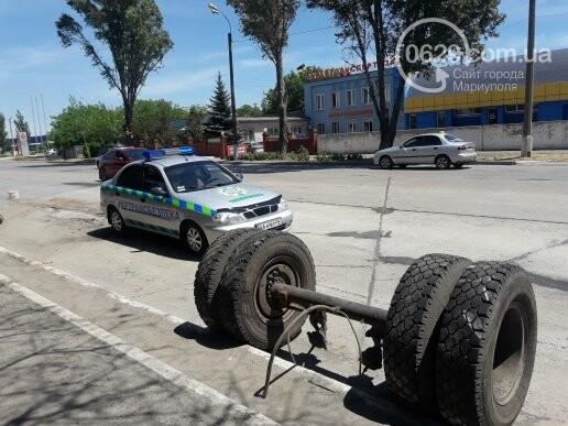 В Мариуполе у груженого КамАЗа оторвались колеса, - ФОТО, фото-3