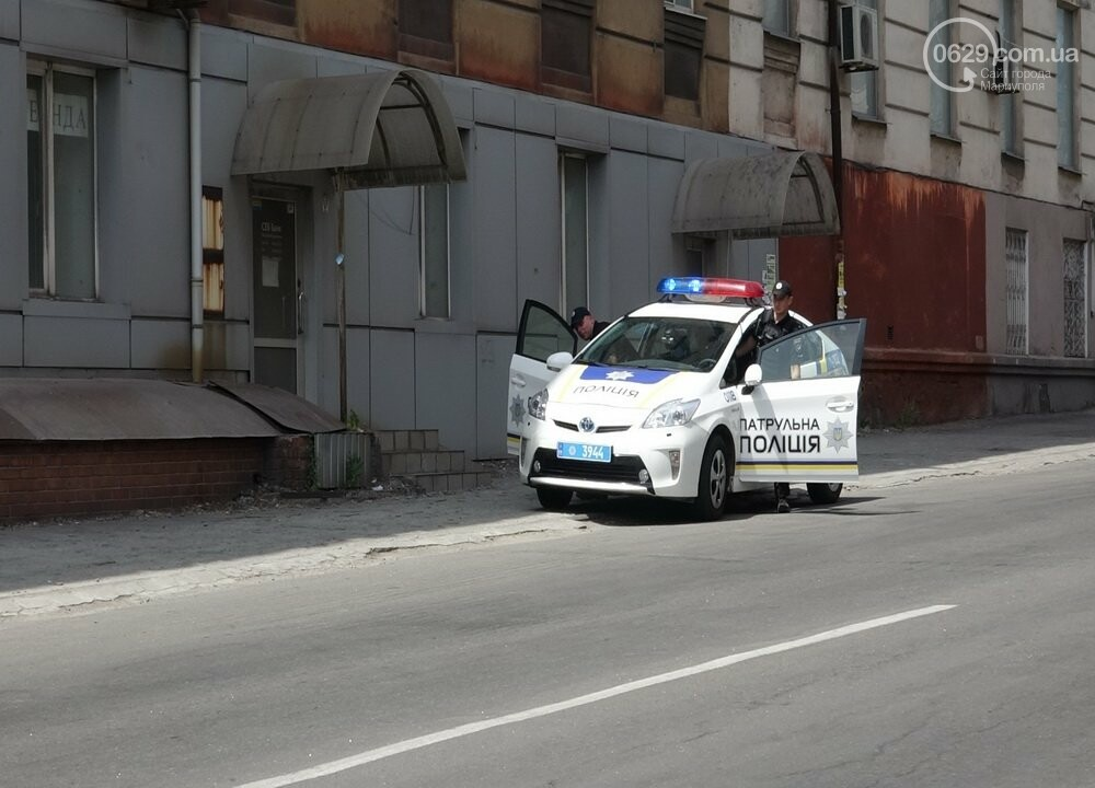 В Мариуполе перевернулся микроавтобус с жителями неподконтрольной территории, - ФОТО, ВИДЕО, фото-1