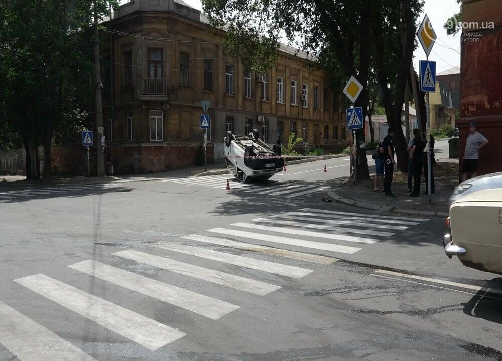 В Мариуполе перевернулся микроавтобус с жителями неподконтрольной территории, - ФОТО, ВИДЕО, фото-6