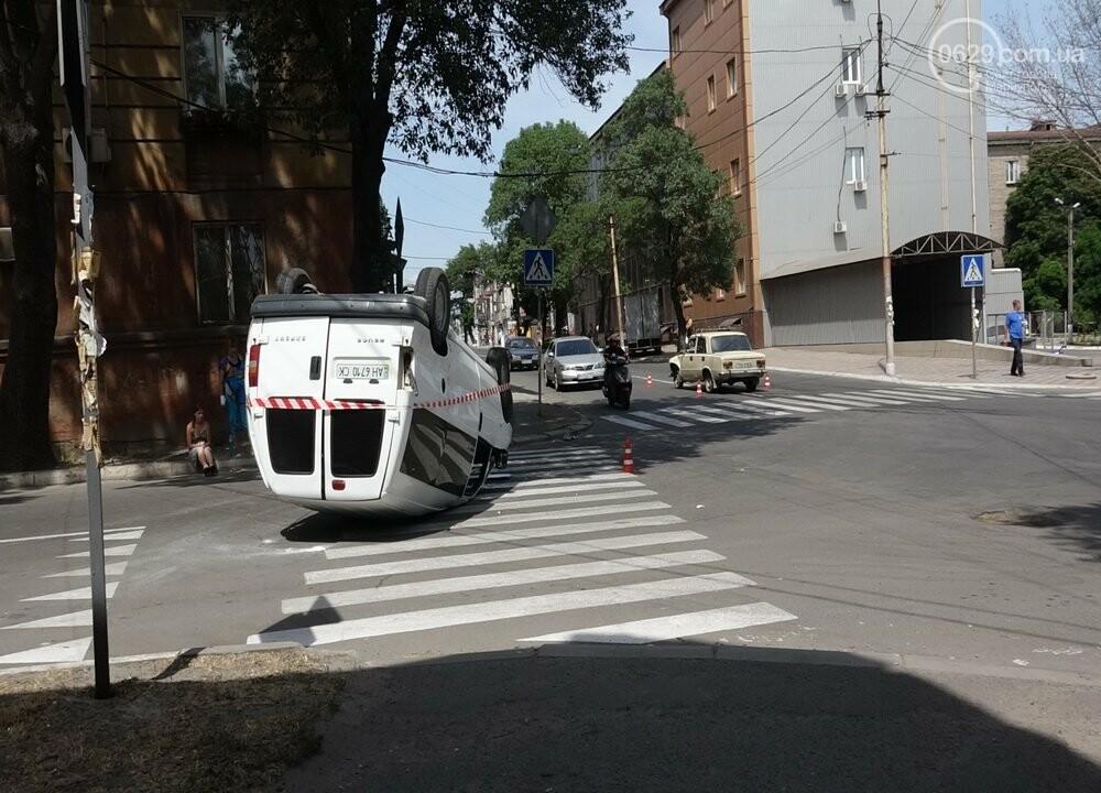 В Мариуполе перевернулся микроавтобус с жителями неподконтрольной территории, - ФОТО, ВИДЕО, фото-9