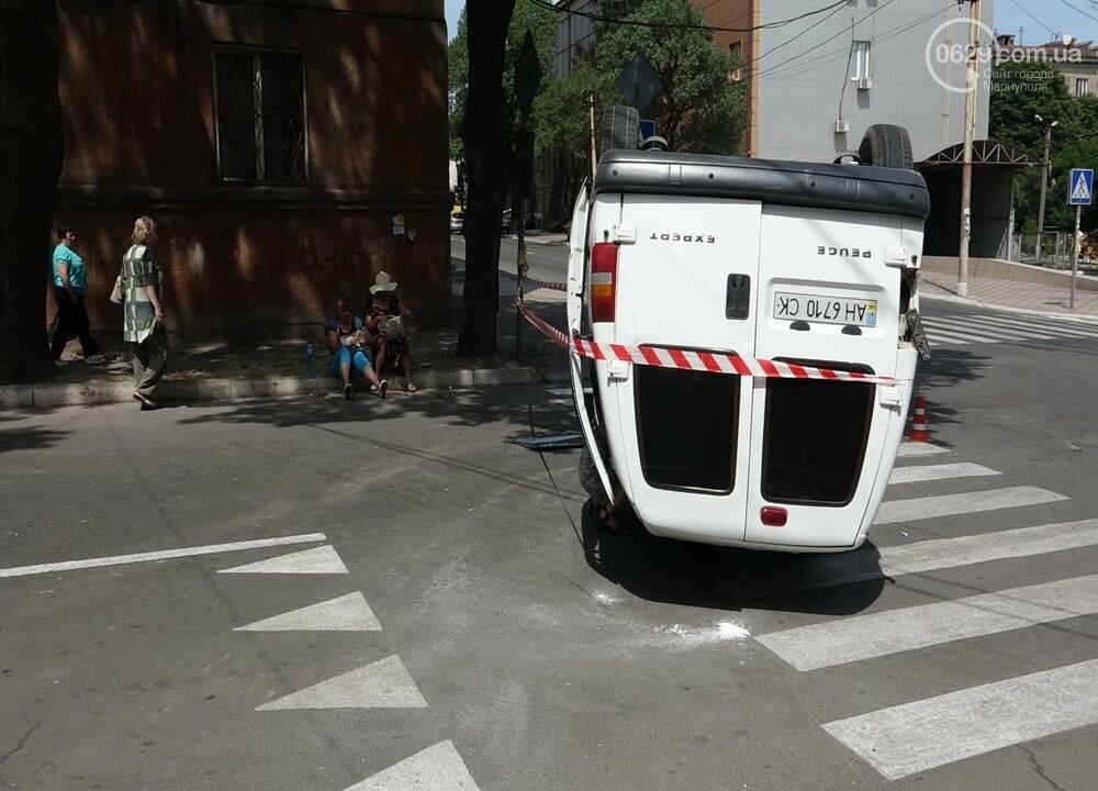 В Мариуполе перевернулся микроавтобус с жителями неподконтрольной территории, - ФОТО, ВИДЕО, фото-10