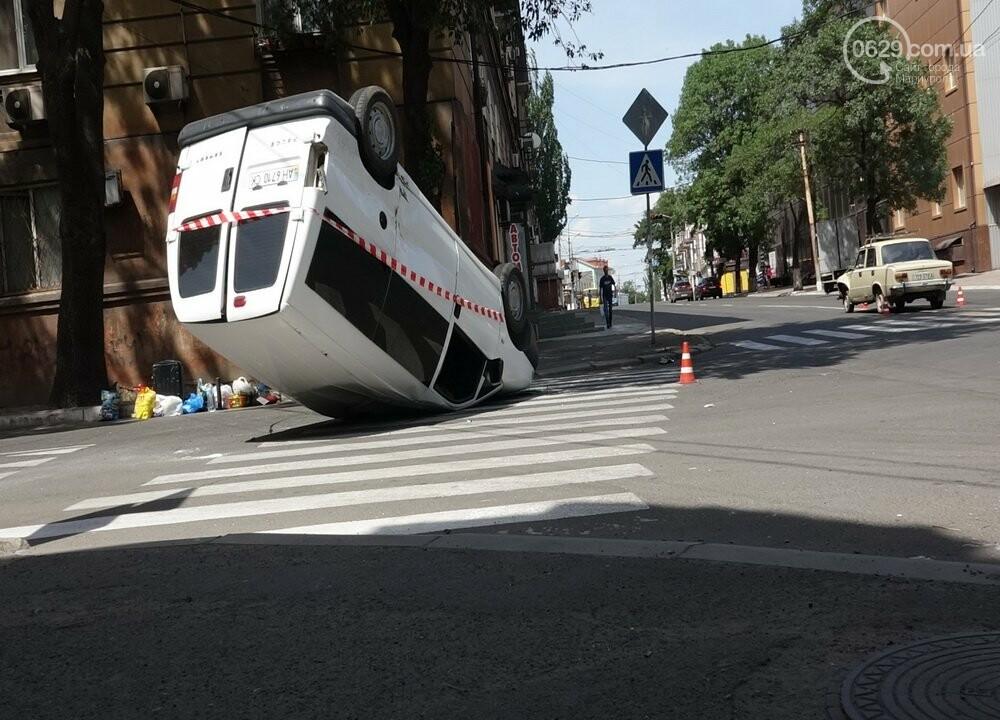 В Мариуполе перевернулся микроавтобус с жителями неподконтрольной территории, - ФОТО, ВИДЕО, фото-11