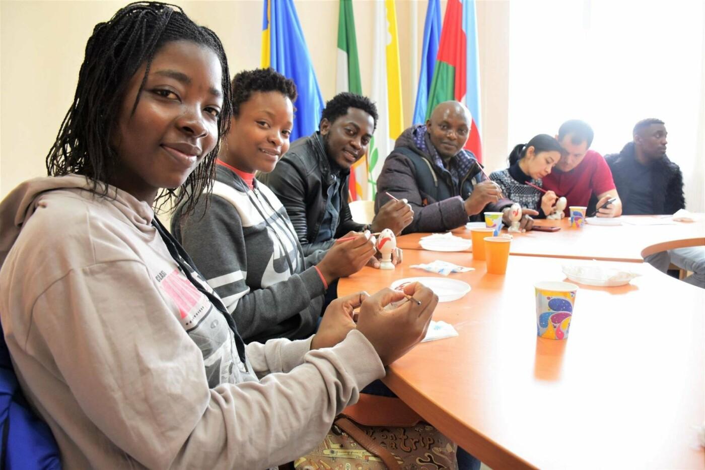 Студенты из Гвинеи и Камеруна отпраздновали окончание подготовительного отделения МГУ,- ФОТО, фото-5