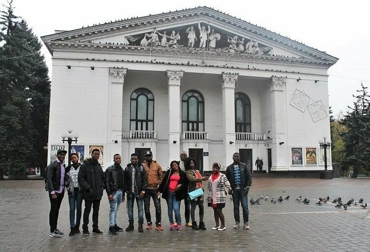 Студенты из Гвинеи и Камеруна отпраздновали окончание подготовительного отделения МГУ,- ФОТО, фото-2