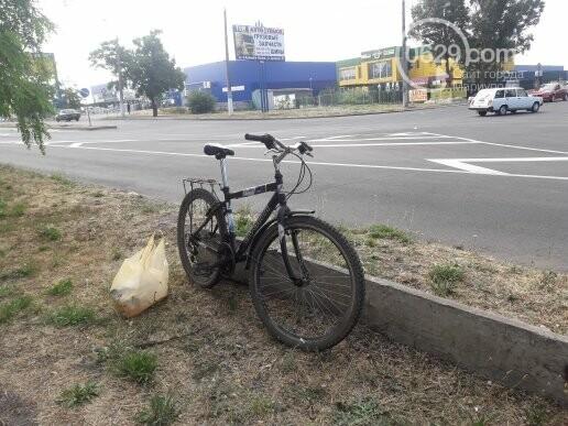 На главном проспекте Мариуполя умер велосипедист, - ФОТО, фото-1