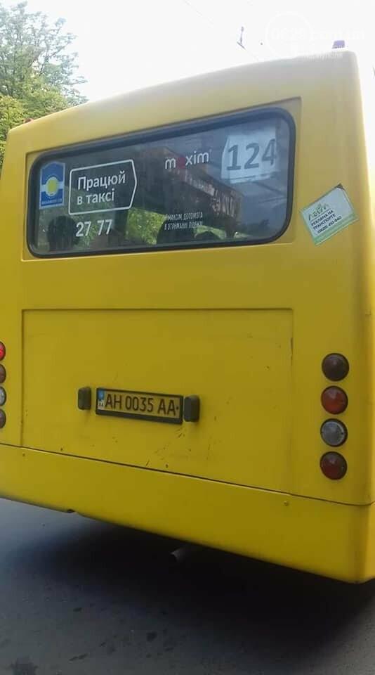 В мариупольской маршрутке работает кондуктор с голым торсом, - Фотофакт, фото-1