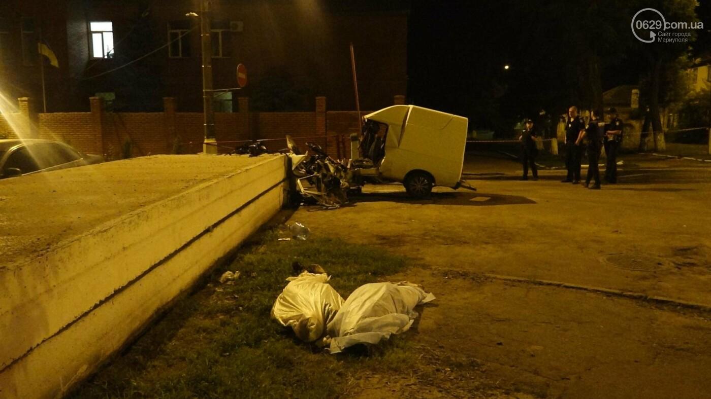 """Смертельное ДТП в Мариуполе: """"Таврия"""" врезалась в бетонное ограждение и загорелась, - ФОТО, ВИДЕО, 18+, фото-1"""