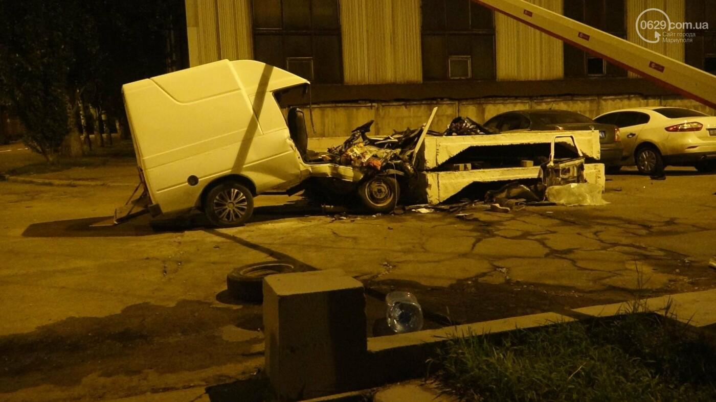 """Смертельное ДТП в Мариуполе: """"Таврия"""" врезалась в бетонное ограждение и загорелась, - ФОТО, ВИДЕО, 18+, фото-10"""