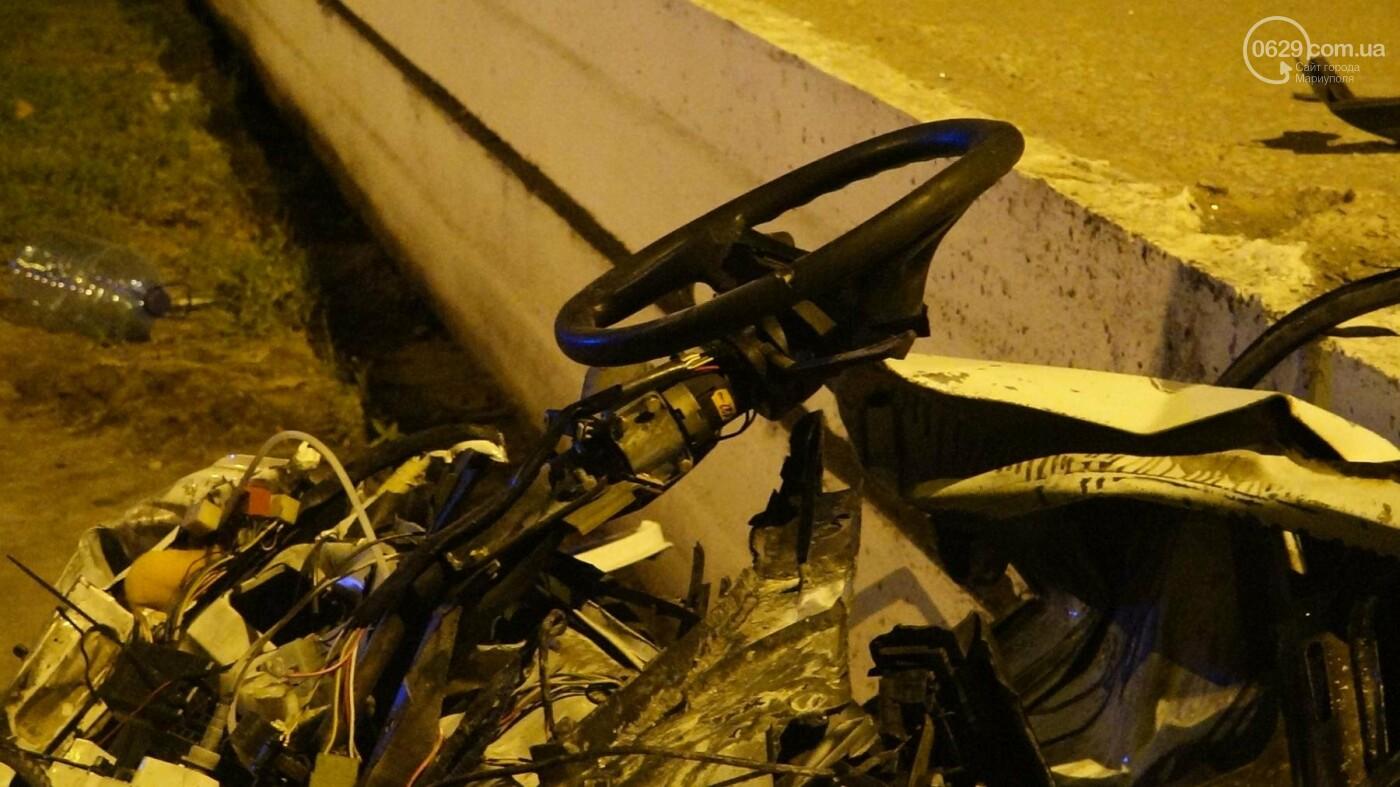 """Смертельное ДТП в Мариуполе: """"Таврия"""" врезалась в бетонное ограждение и загорелась, - ФОТО, ВИДЕО, 18+, фото-13"""