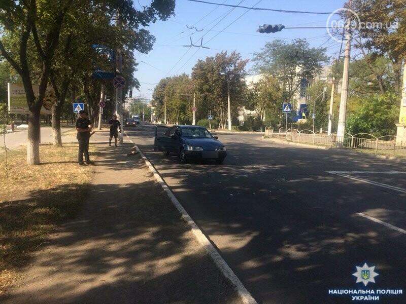 В Мариуполе возле областной полиции автомобиль сбил мужчину, - ФОТО, ВИДЕО, фото-1