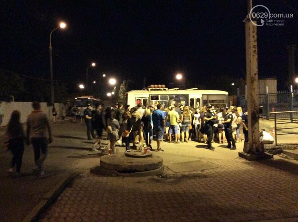 В Мариуполе патрульная полиция препятствовала работе журналиста на фестивале и отбирала планшет, - ВИДЕО, фото-2