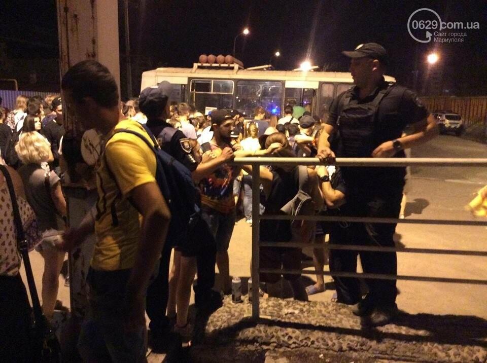 В Мариуполе патрульная полиция препятствовала работе журналиста на фестивале и отбирала планшет, - ВИДЕО, фото-1