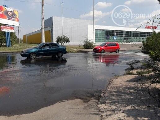 В Мариуполе канализационные стоки затопили дорогу. Стоит жуткая вонь,- ФОТО, фото-4