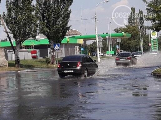 В Мариуполе канализационные стоки затопили дорогу. Стоит жуткая вонь,- ФОТО, фото-3