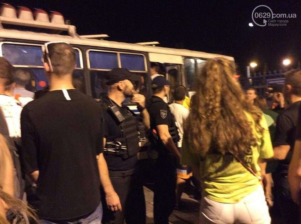 В Мариуполе патрульная полиция препятствовала работе журналиста на фестивале и отбирала планшет, - ВИДЕО, фото-3