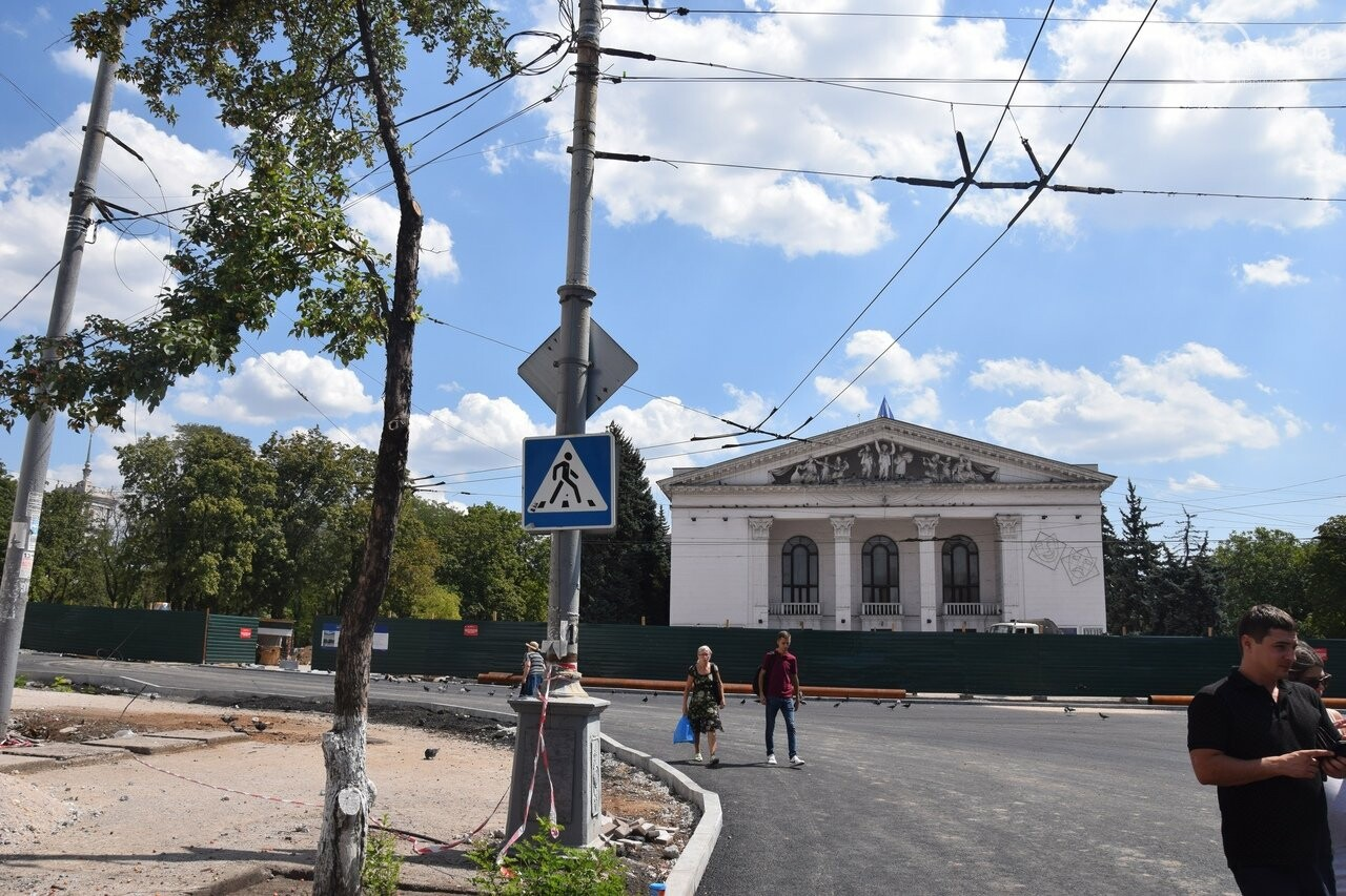 """""""Соскребли, как смогли"""". Как в Мариуполе центр города реконструируют, - ФОТОРЕПОРТАЖ, фото-28"""