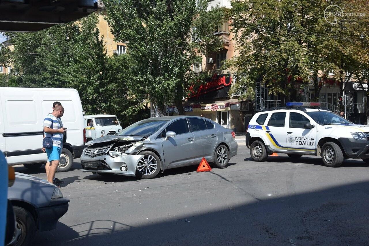 В Мариуполе иномарка столкнулась с автомобилем газовой службы, спешившим на пожар, - ФОТО, ВИДЕО, фото-5
