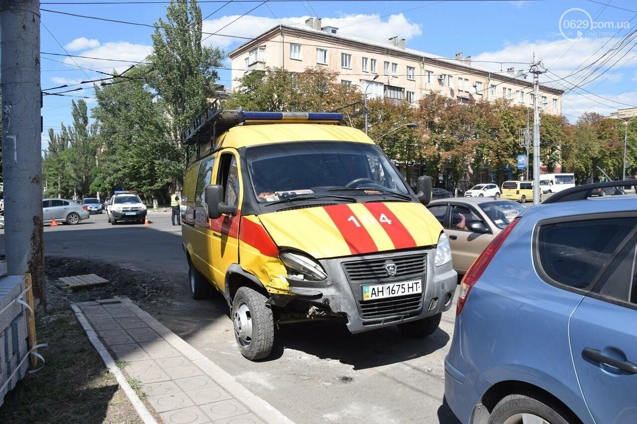 В Мариуполе иномарка столкнулась с автомобилем газовой службы, спешившим на пожар, - ФОТО, ВИДЕО, фото-6